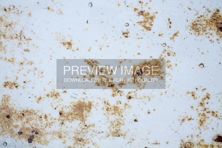 rusty-white-metal-2-www-raduluchian-com